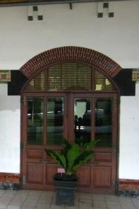 Pintu Stasiun Tawang