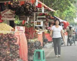 etalase buah lokal di Pontianak