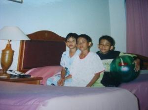 Des 2000 bersama adik dan adik sepupu di Bidakara