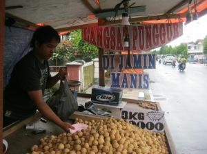 Langsat Punggur di Jalan Jendral Urip 23 Okt 2011