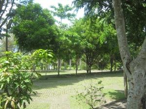 Peneduh dan resapan air di taman parkir GMKA