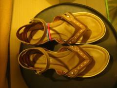 Sepatu bergelang