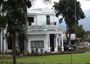 Gedung Papak-Kantor Walikota