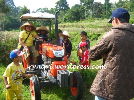 ceria naik traktor