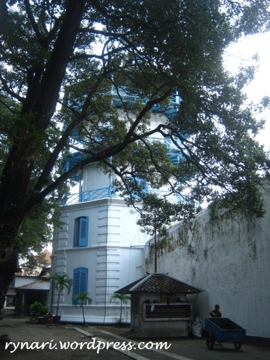 solitary-Sanggabuwana Tower