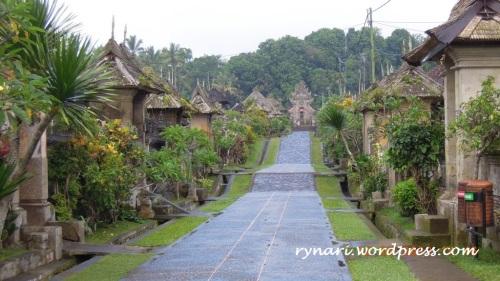Desa Panglipuran ke arah hulu