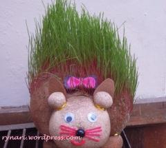 Boneka berambut hijau