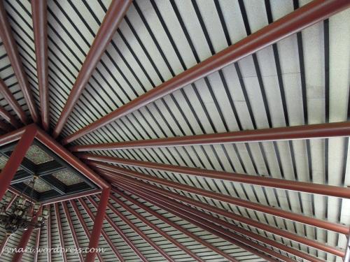 Langit-langit ruang tunggu bandara Soetta