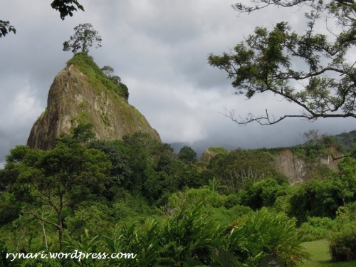 Bukit Takuruang, teguh, menjulang, memikat