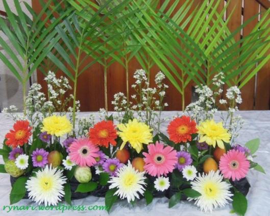 Pace dan terong belanda dalam rangkaian bunga
