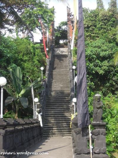 mendaki Pura Rambut Siwi