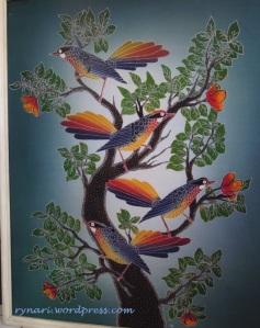 Anak Burung Belajar Hinggap di Dahan
