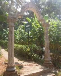 Candi Dukuh (gerbang masuk)