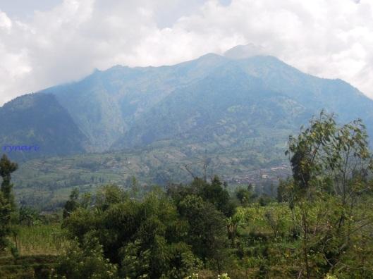 2. Merapi jelang Selo Pass