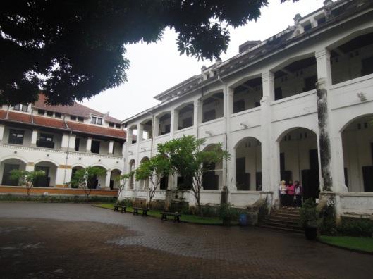 Gedung B Lawang Sewu (kanan)