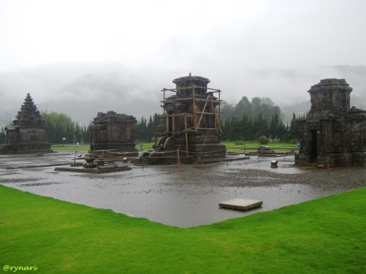 Komplek candi Arjuna dari sudut Sembadra