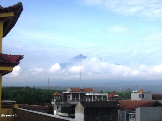 7. Selamat pagi Merbabu dari lantai 3, pk 07.25am