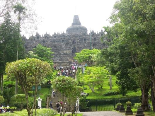 Borobudur berselimutkan hijau