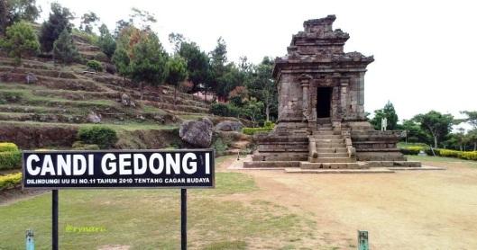 Candi Gedhong Songo I di kaki tebing by ragil