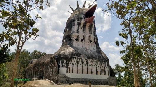 Gereja ayam eh Griya Merpati berpayung hutan jati