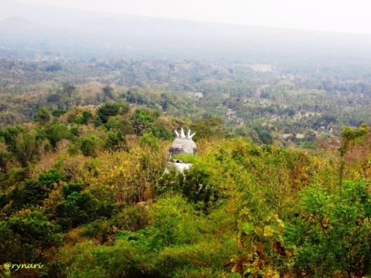 Mahkota griya merpati dan Borobudur dari puncak Cemuris