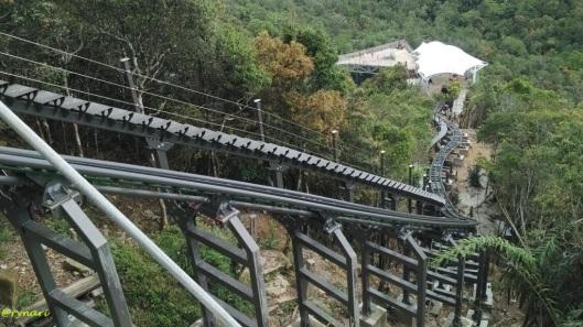 Turun tangga-naik eskalator