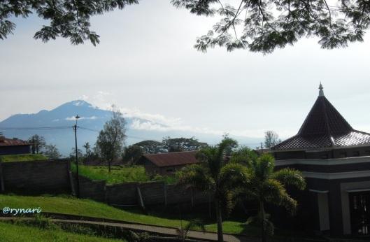 Gunung arah seberang Panderman