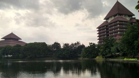 Gedung Rektorat UI, balairung dan danau Kenanga