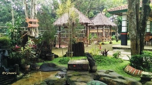 Rehat di saung Kopi Banaran