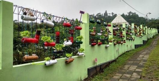 Penggunaan barang bekas dan efisiensi lahan