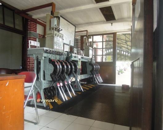 Stasiun Kedungjati-plafon papan jati