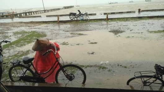 perempuan-nelayan-berpeluh-hujan