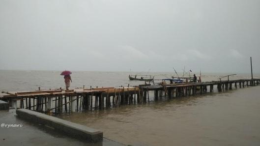 perempuan-nelayan-menghampiri-rezeki