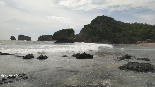 batu-karang-yang-teguh-digelorapun-tegak