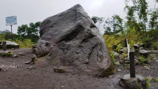 Batu Alien Dusun Jambu, Desa Kepuharjo, Cangkringan