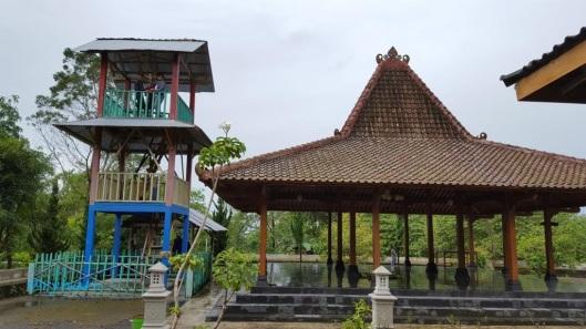 Gardu pandang dan Joglo Merapi