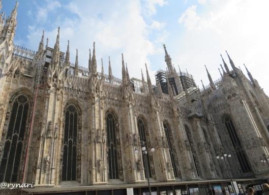 Katedral Milan sisi kiri